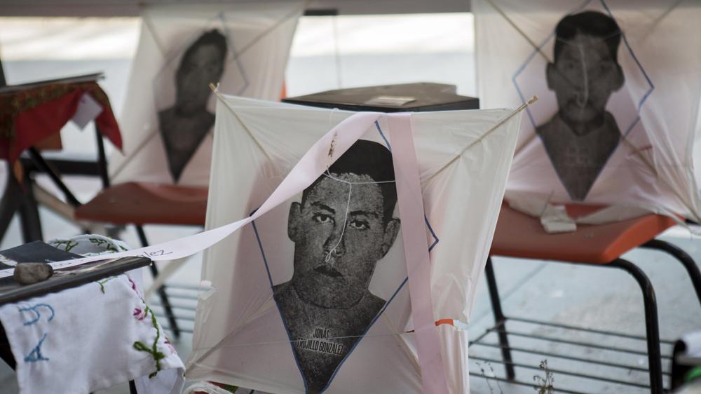 El papalote con el retrato de Jonás en Ayotzinapa. Foto: Eduardo Miranda