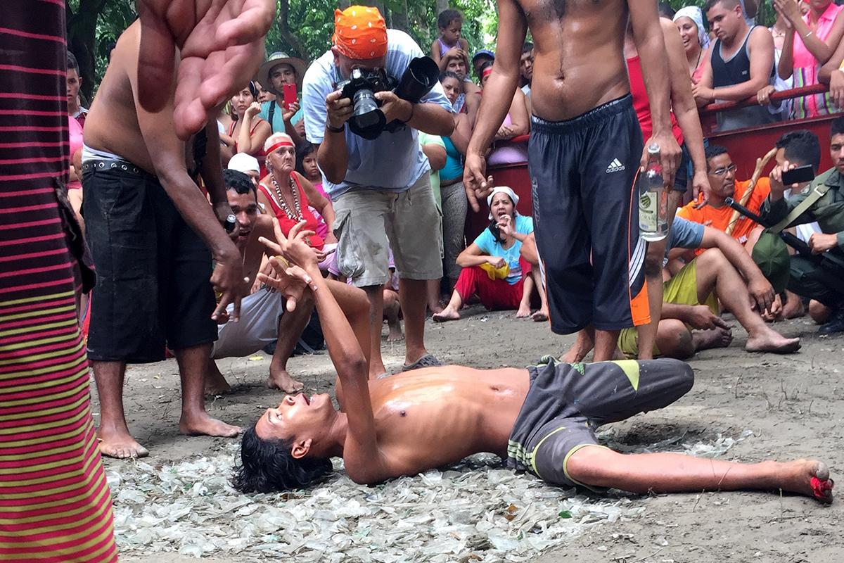 El baile de los vidrios en Venezuela. Foto: Carla Loaiza