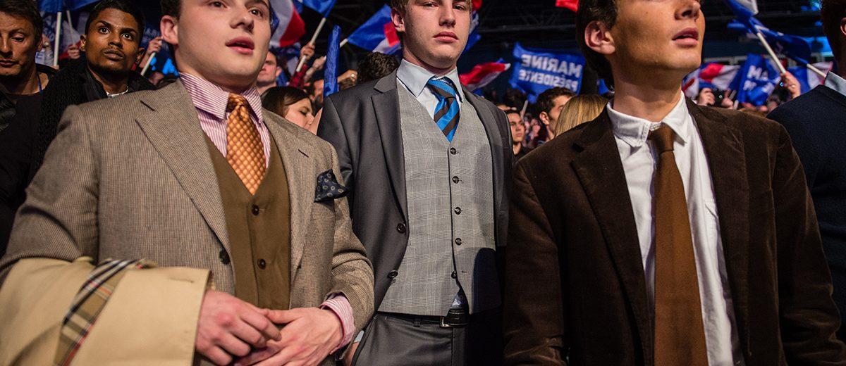 Simpatizantes de la candidata Marine Le Pen del Frente Nacional en el último mitin del partido en París antes de la primera vuelta de la elección presidencial el 23 de abril de 2017. Foto: Hugo Passarello