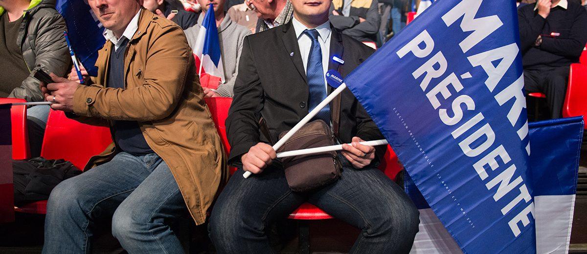 Simpatizantes del Frente Nacional esperan la llegada de Marine Le Pen en el último mitin antes de la primera vuelta electoral en París. Foto: Hugo Passarello