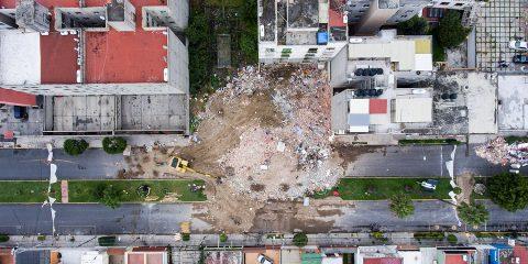 Paseo de las Galias 47. Los escombros de un edificio. 5 muertos. Foto: Alejandro Saldívar