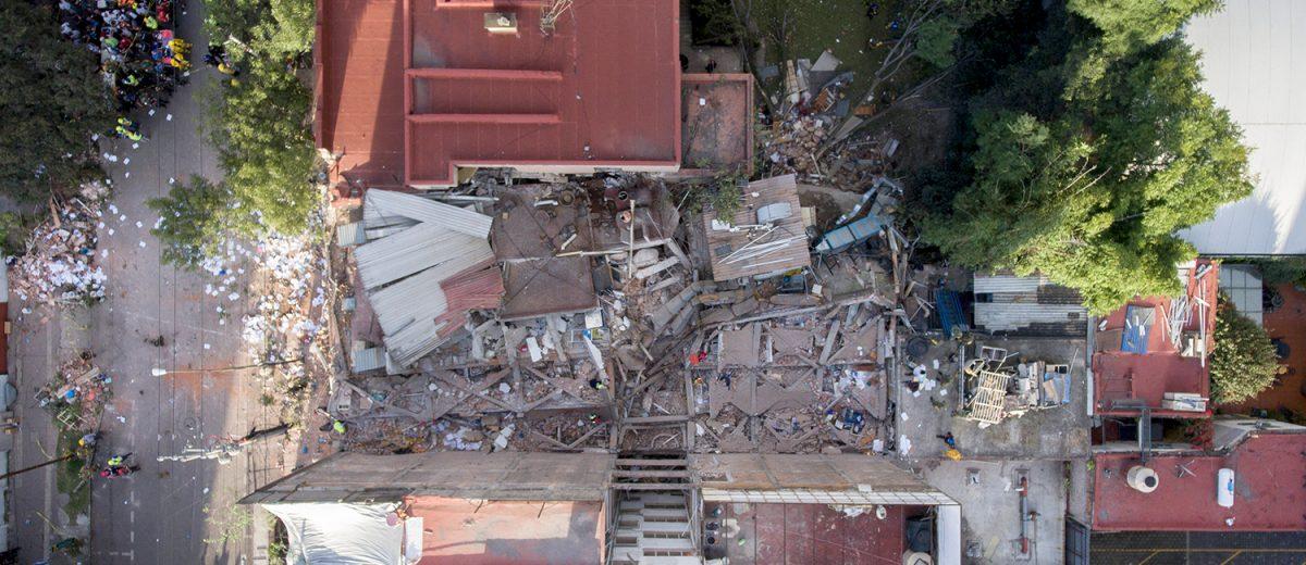 Puebla 282. Los escombros de un laboratorio químico. 14 muertos. Foto: Alejandro Saldívar