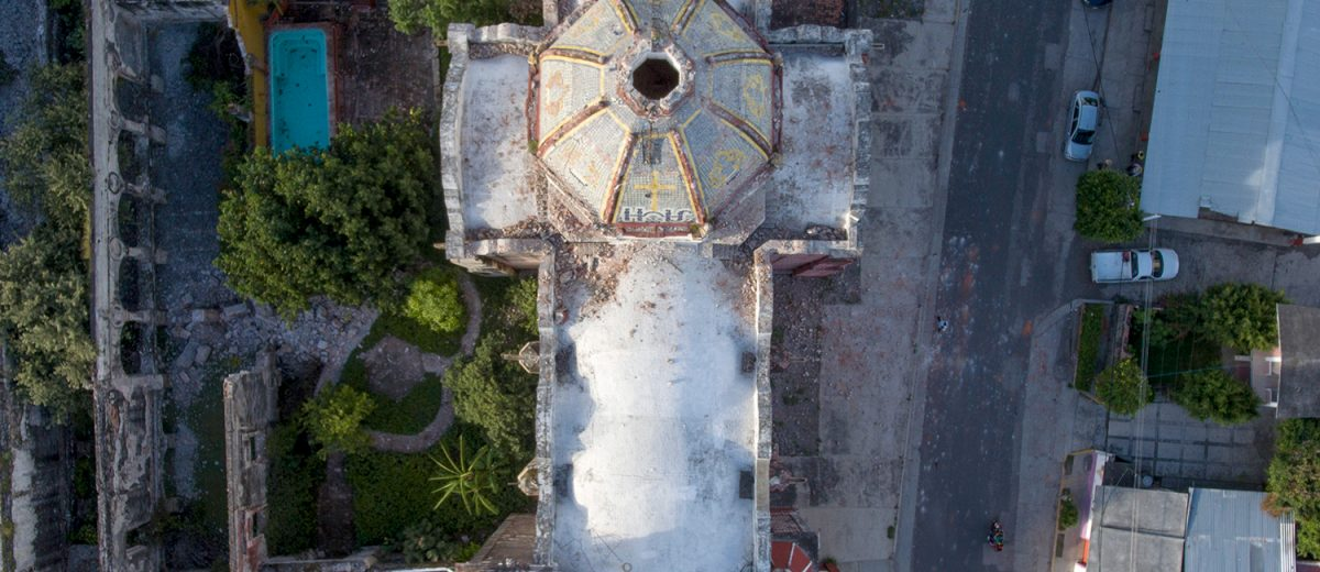 Daños en la cúpula de la iglesia de Santa Ana, en Morelos. Foto: Alejandro Saldívar