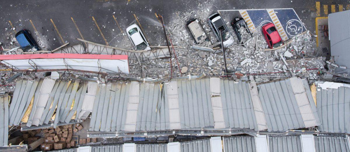 Calzada de Tlalpan 2050. Daños en una tienda de autoservicio. Foto: Alejandro Saldívar