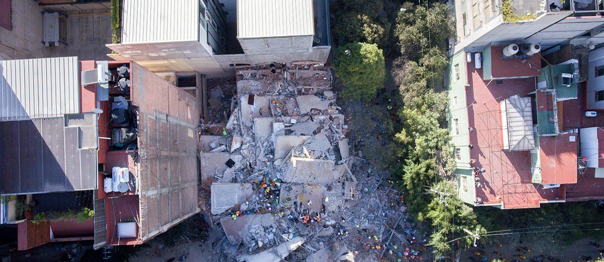 Amsterdam 107. Los escombros de un condominio de 8 pisos. 5 muertos. Foto: Alejandro Saldívar