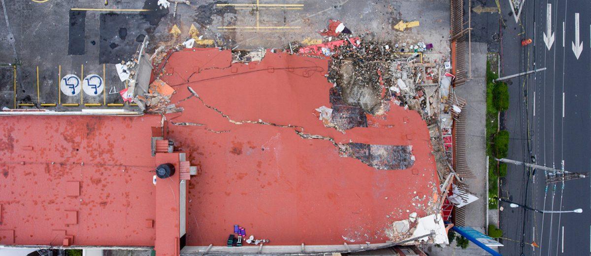 Calzada del Hueso 503. Los escombros de un local comercial. Foto: Alejandro Saldívar
