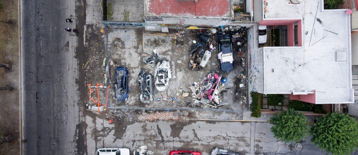 Avenida Santa Ana 300. Los escombros de un taller mecánico. 2 muertos. Foto: Alejandro Saldívar