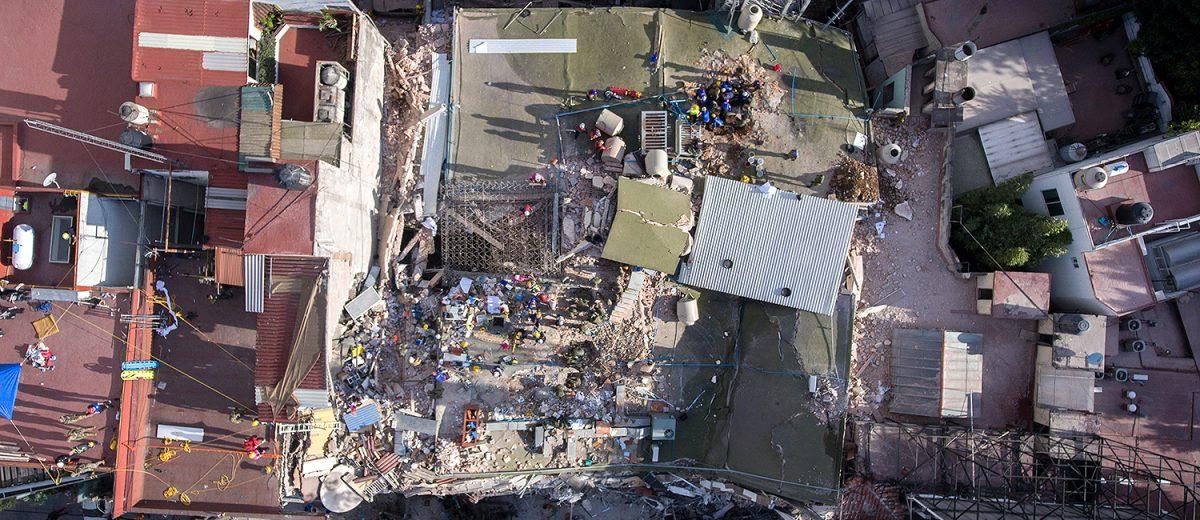 Álvaro Obregón 286. Los escombros de un edificio de seis pisos de oficinas. 9 muertos. Foto: Alejandro Saldívar