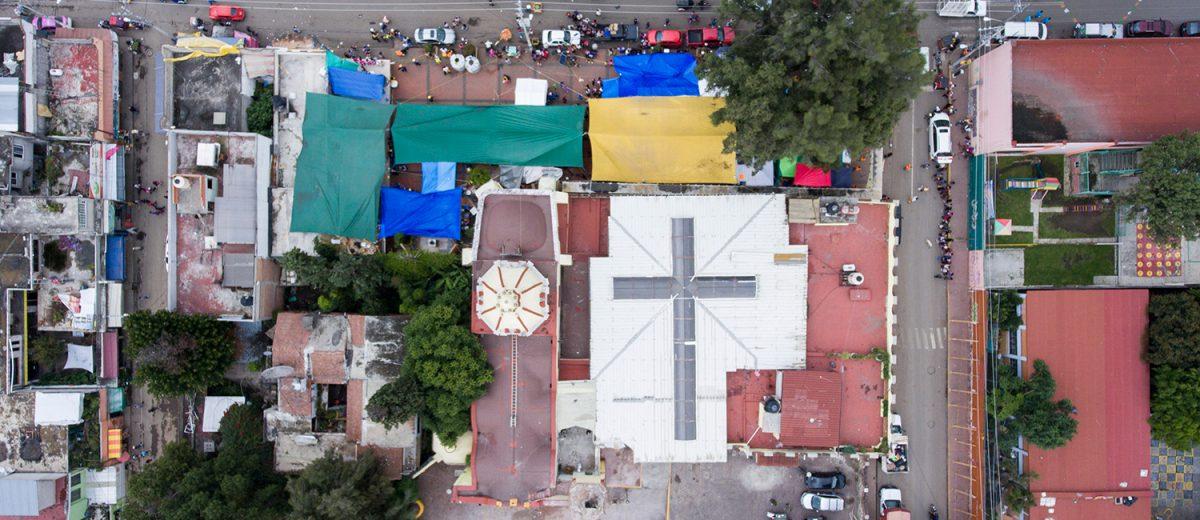 Carpas montadas por damnificados en San Gregorio Atlapulco, Xochimilco. Foto: Alejandro Saldívar