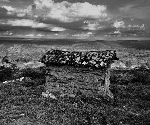 Vista de uma das primeiras casas construídas na região que até hoje é mantida pela comunidade. Imagem: Thiago Henrique
