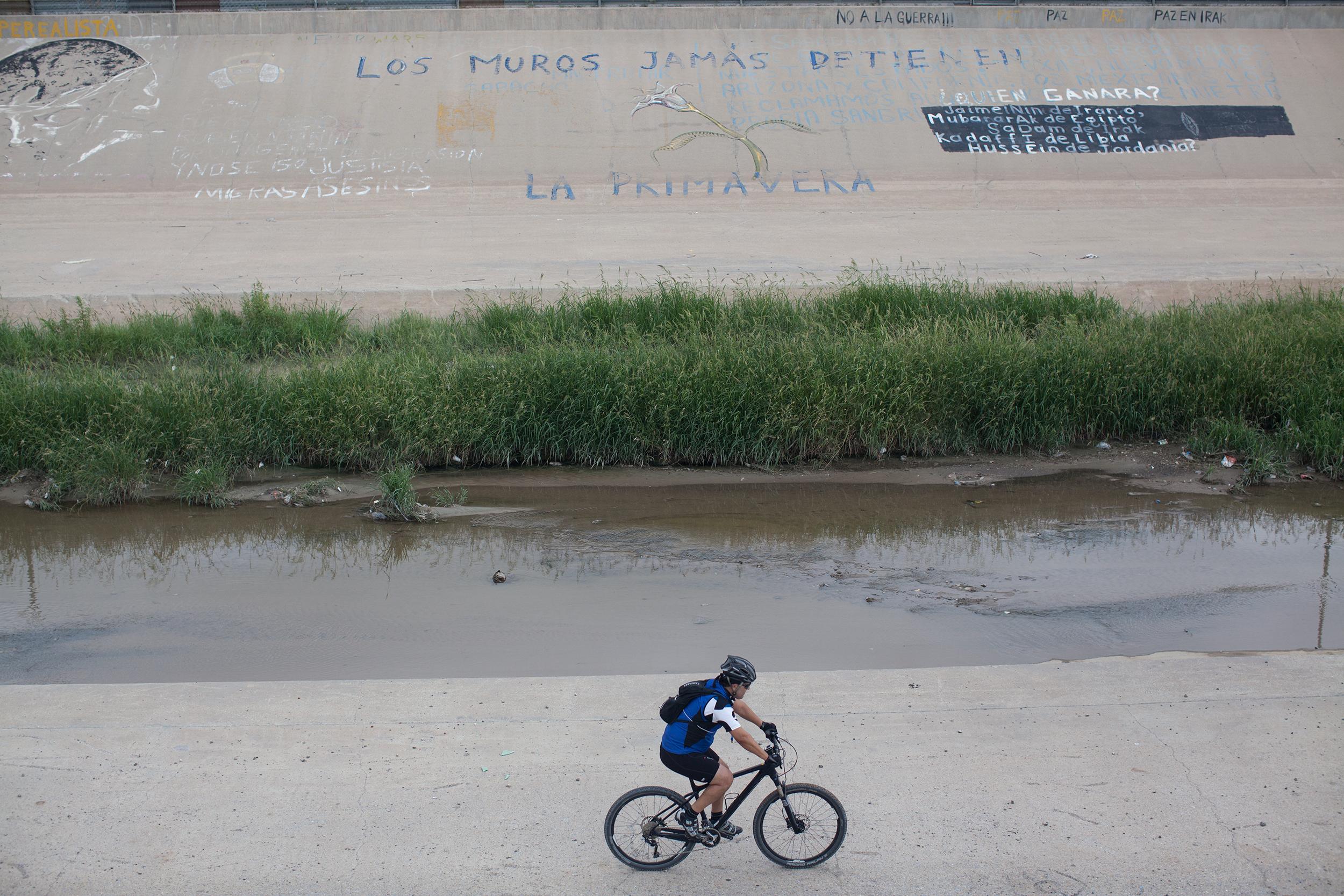 Frontera con mensaje. Foto: Alejandro Saldívar