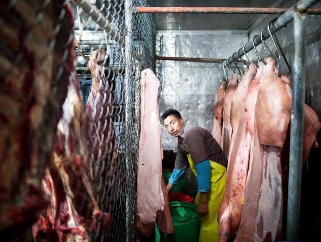 El consumo de cerdo en las grandes ciudades pasa por la distribución en los mercados. Foto: Edu León