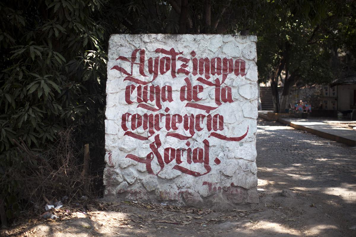 La entrada de la escuela normal rural Isidro Burgos, en Ayotzinapa, Guerrero. Foto: Alejandro Saldívar