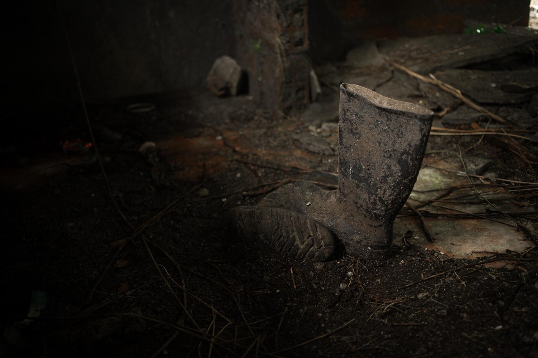 Las botas de un pescador en Tribugá. Foto: Iván Castaneira