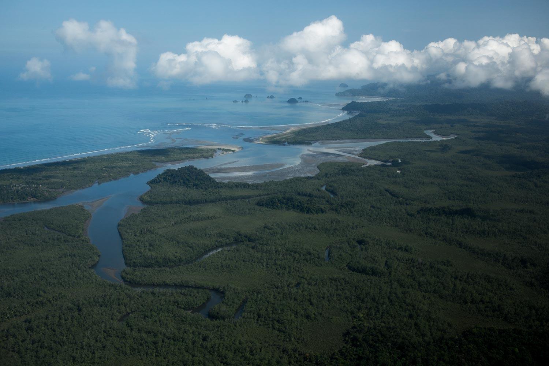 Vista panorámica del Golfo de Tribugá, donde las comunidades afro-colombianas ejercen la pesca artesanal como modo de vida. Foto: Iván Castaneira