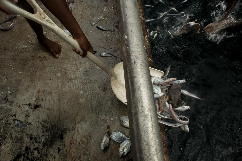 Parte de la carga atrapada por el barco. Foto: Iván Castaneira