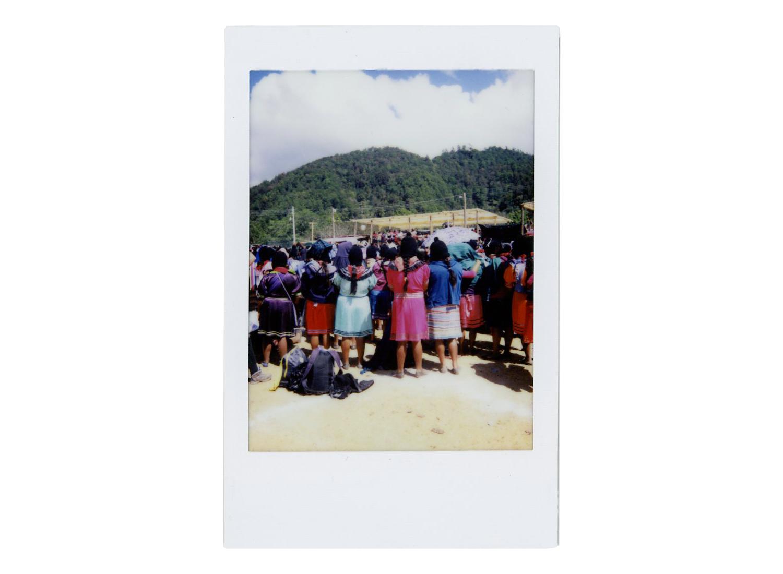 Día 2. La insurgenta Érika dio el mensaje de bienvenida en nombre de los 5 caracoles que convocaron al encuentro.