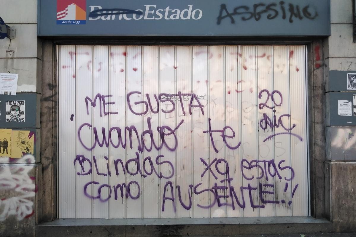 """""""Banco asesino"""", el repudio en Santiago. Foto: Yasna Mussa"""