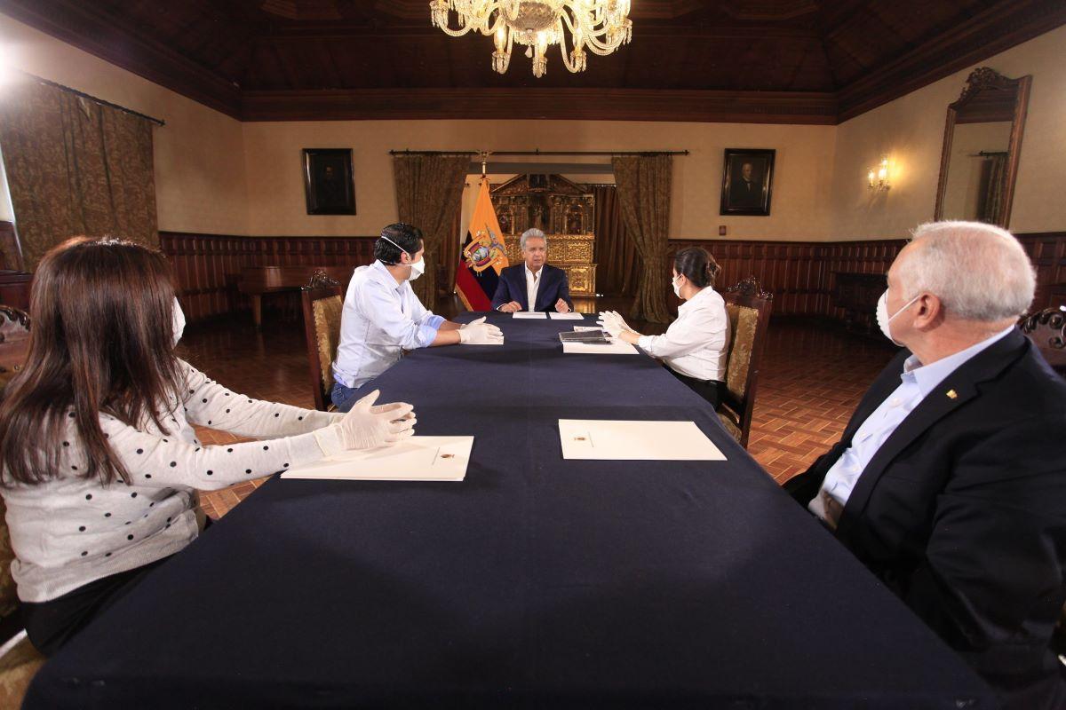 El 10 de abril, el presidente Lenín Moreno y varias autoridades ofrecieron alocuciones en medios nacionales acerca de las medidas tomadas por el Gobierno. Foto: José Vargas / Presidencia de la República.