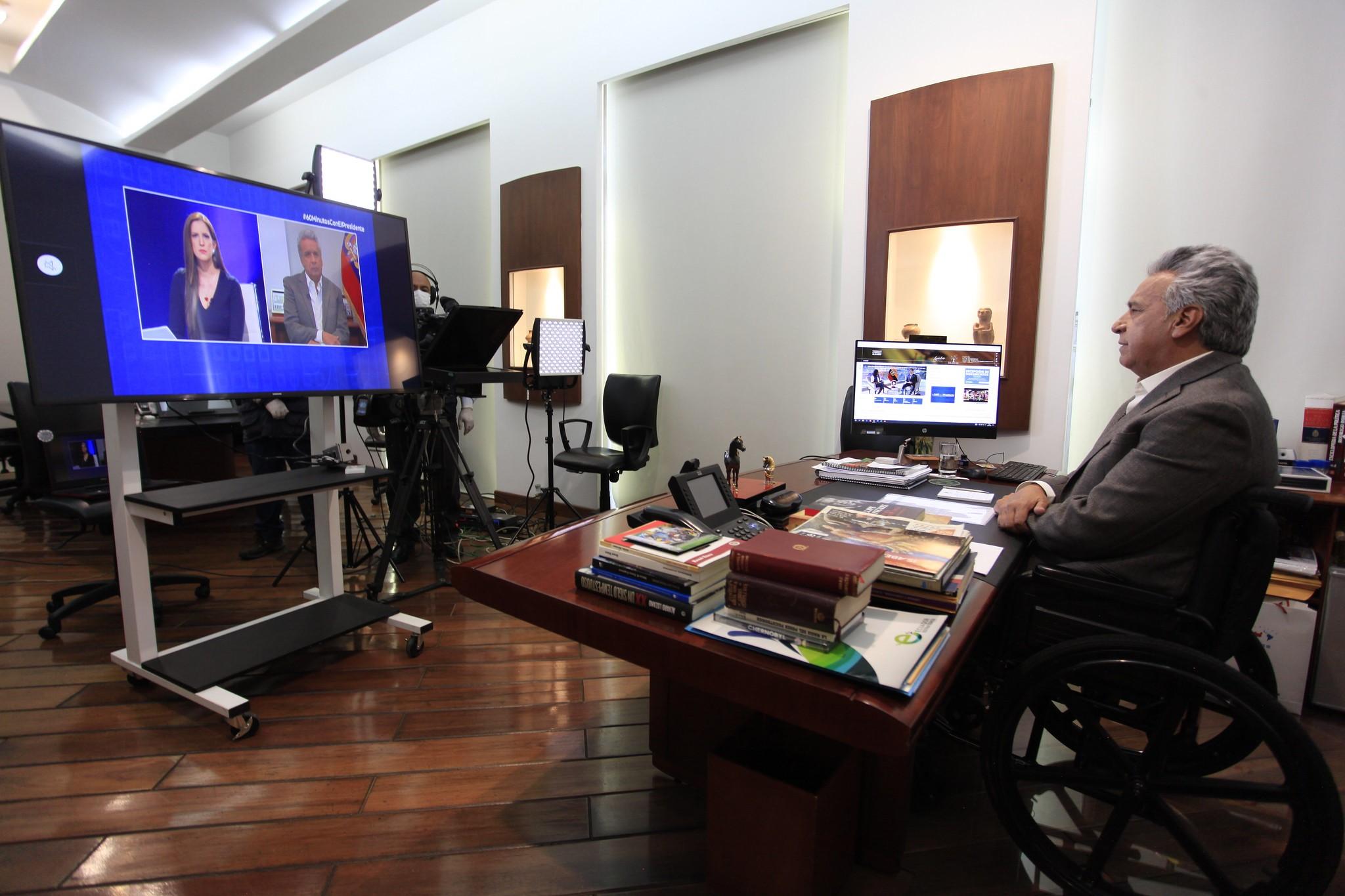 El 22 de marzo, el presidente Lenín Moreno atendió entrevistas mediante videoconferencia, desde su despacho. Foto: José Vargas / Presidencia de la República.