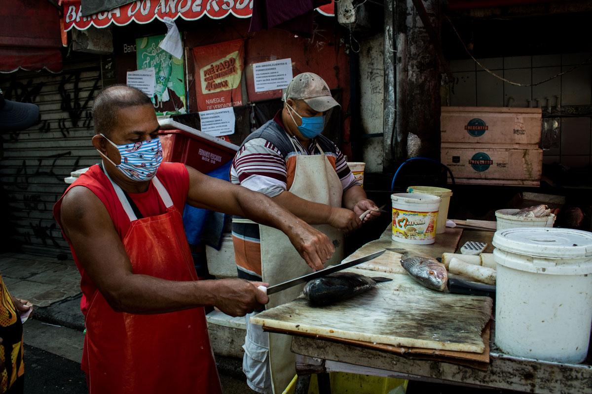 Vendedores de pescado en el Complexo do Alemão. Foto: Matheus Guimarães