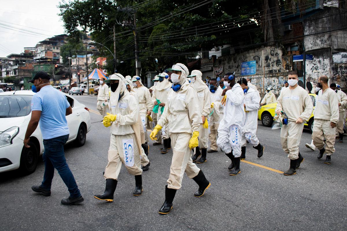 Escuadrón de desinfección. La nueva normalidad. Foto: Matheus Guimarães