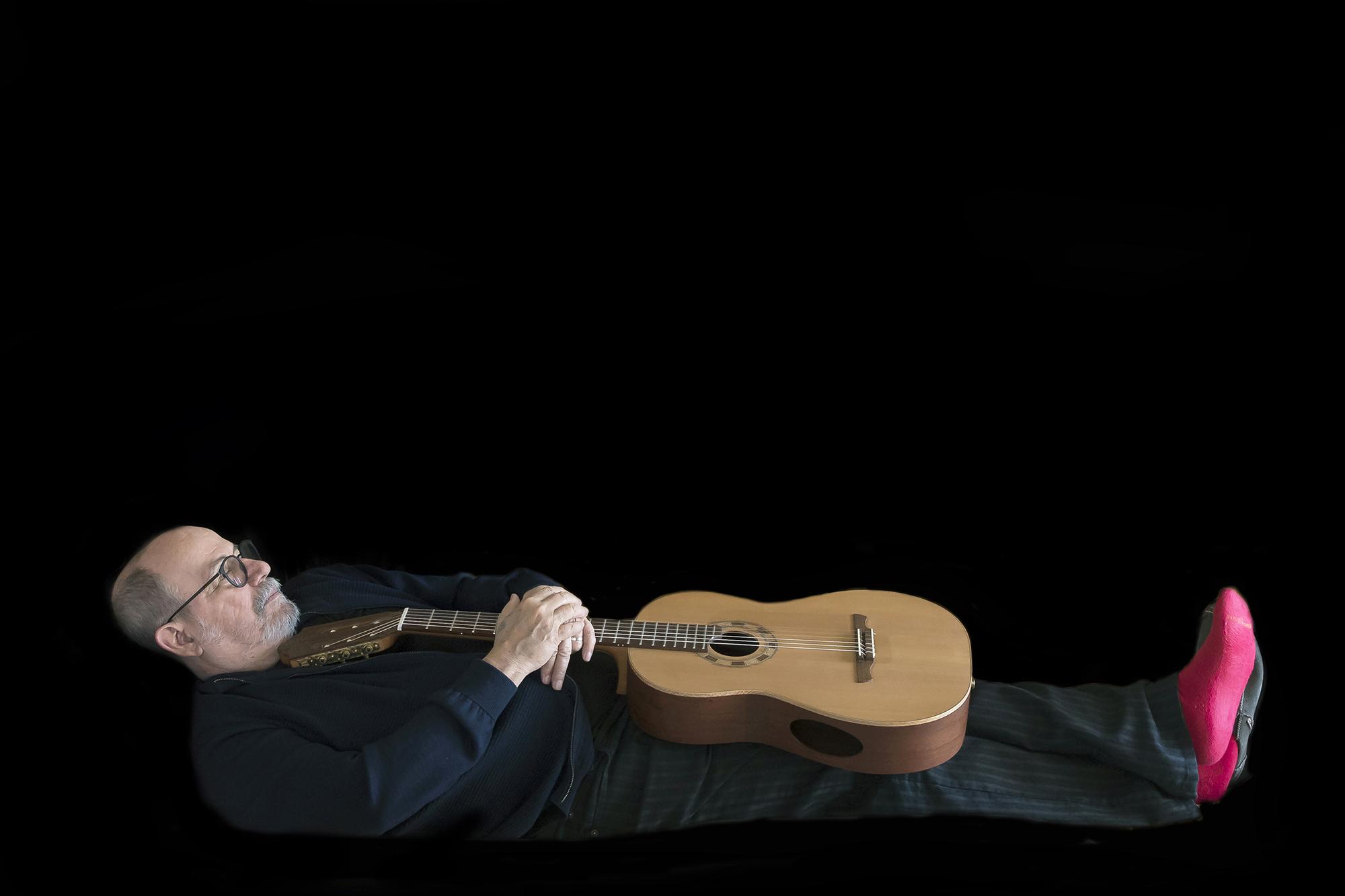 Silvio Rodríguez en una sesión de fotos para su nuevo disco. Foto: Daniel Mordzinski