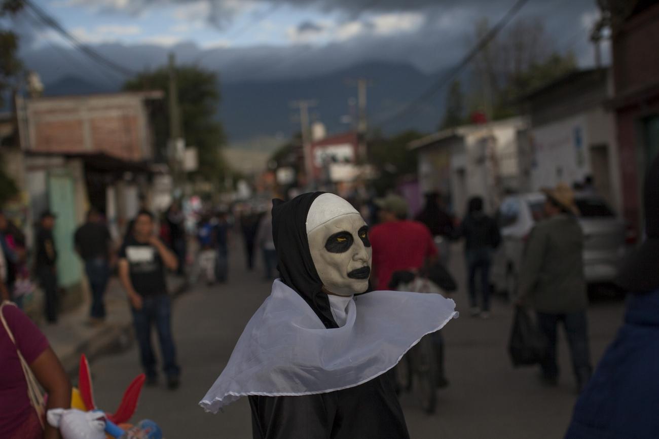 Una monja en Etla, Oaxaca. Foto: Alejandro Saldívar