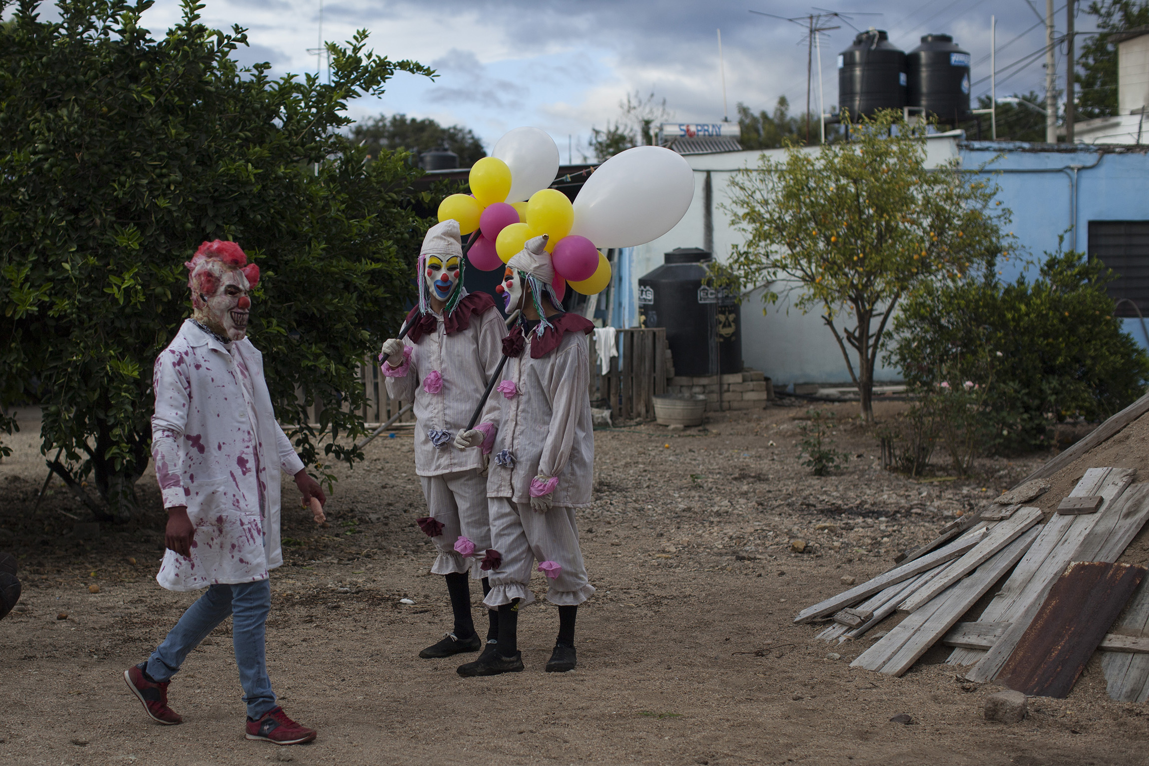 Payasos asesinos en Etla, Oaxaca. Foto: Alejandro Saldívar