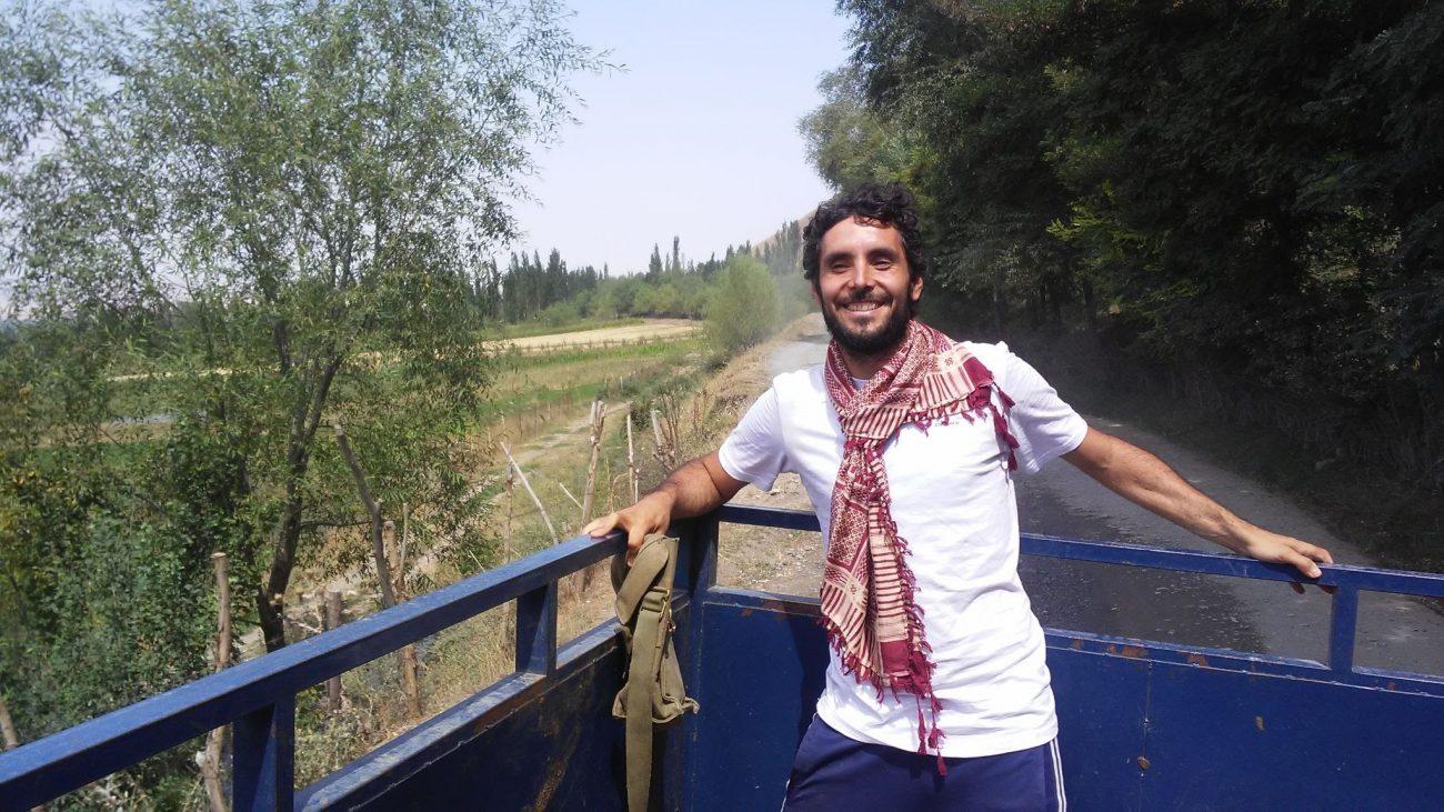 Viajando a dedo por las rutas kirguises (y con pañuelo afgano)