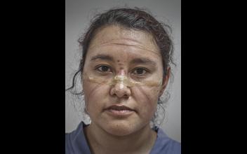La doctora Katia Palomares, de 31 años, después de terminar su jornada. Foto: Iván Macías