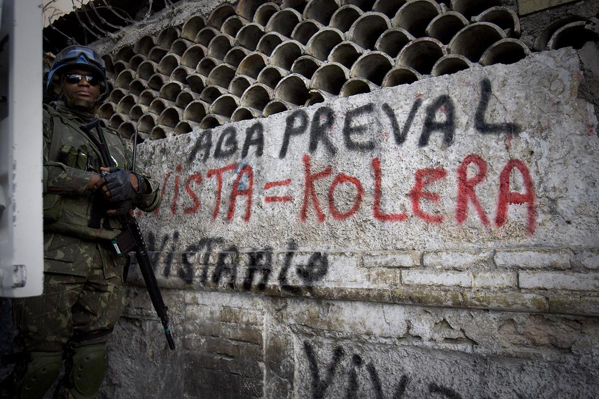Una pinta contra la MINUSTAH en Puerto Príncipe. Foto: Alejandro Saldívar
