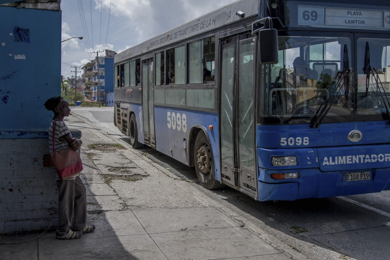 Guagua, transporte público en Cuba. Foto: Dahian Cifuentes.
