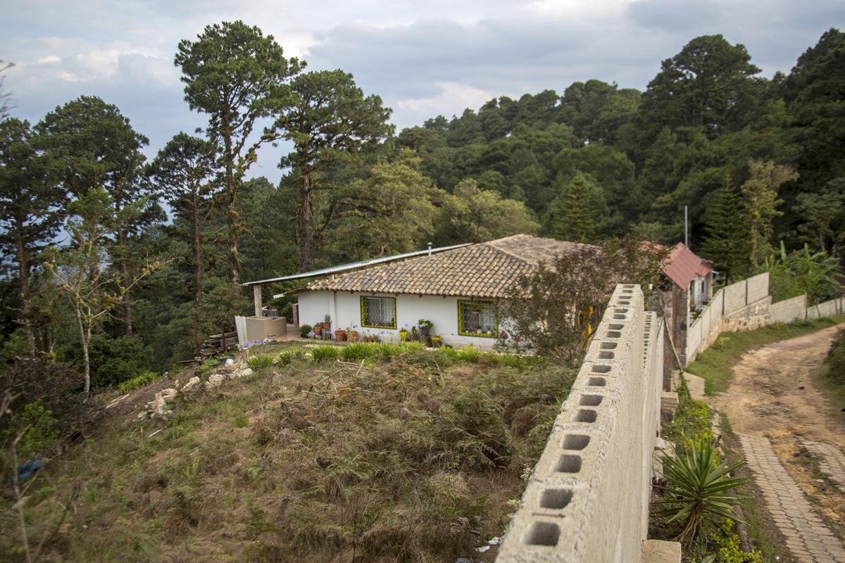 Una casa recién construida dentro de la zona núcleo del Parque Nacional La Tigra. 24 de abril de 2021. Foto: Ezequiel Sánchez